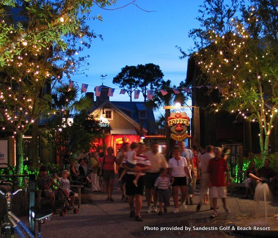 Baytowne Wharf Dining and Nightlife