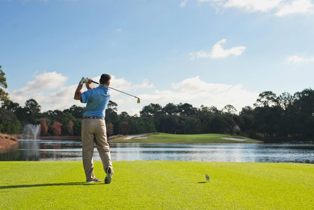 the raven golfcourse sandestin tee off